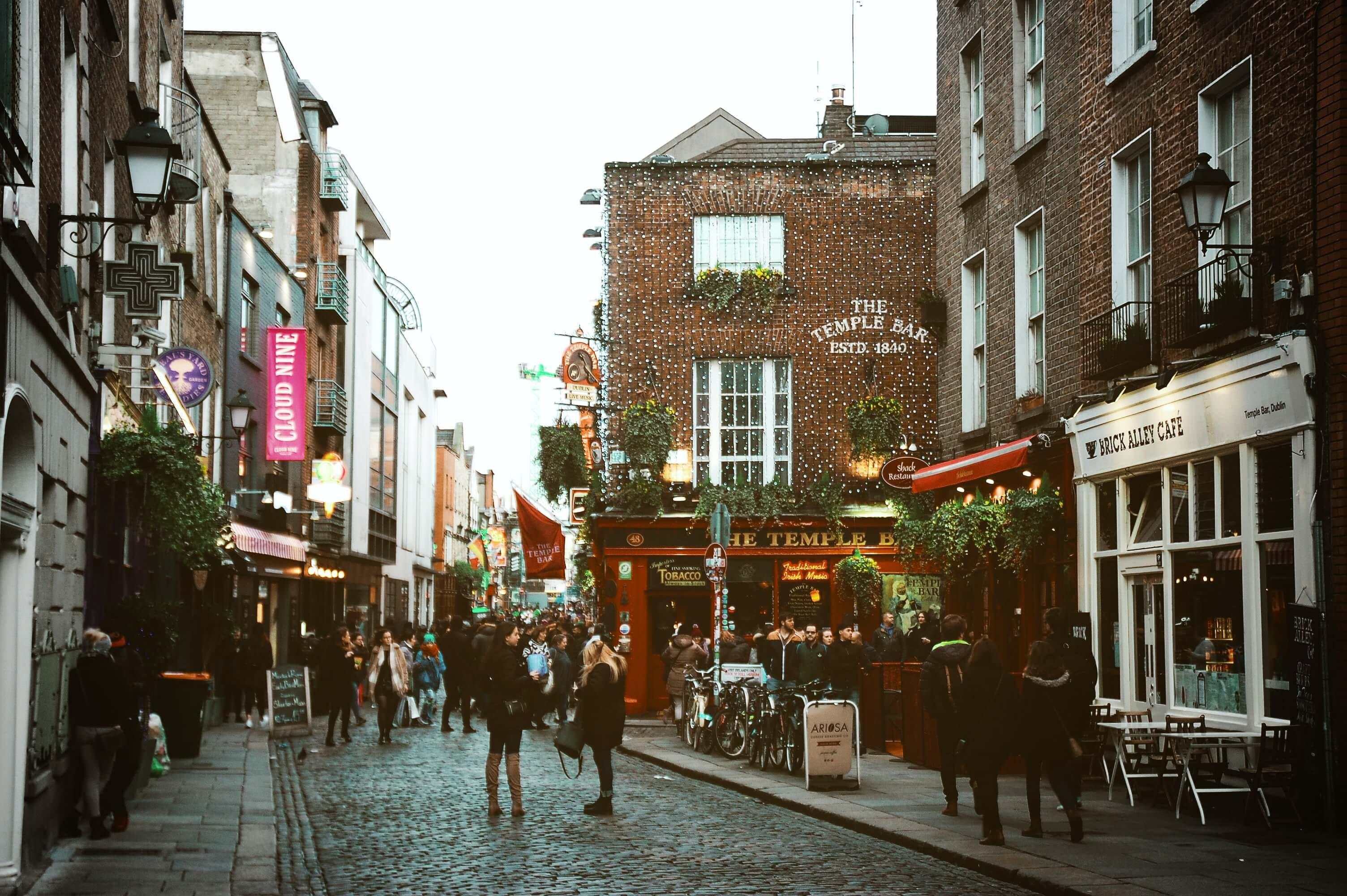 Lively Temple Bar in Dublin City